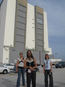 Erin, Kathleen, and Becky in front of the VAB.  We didn't go in there.